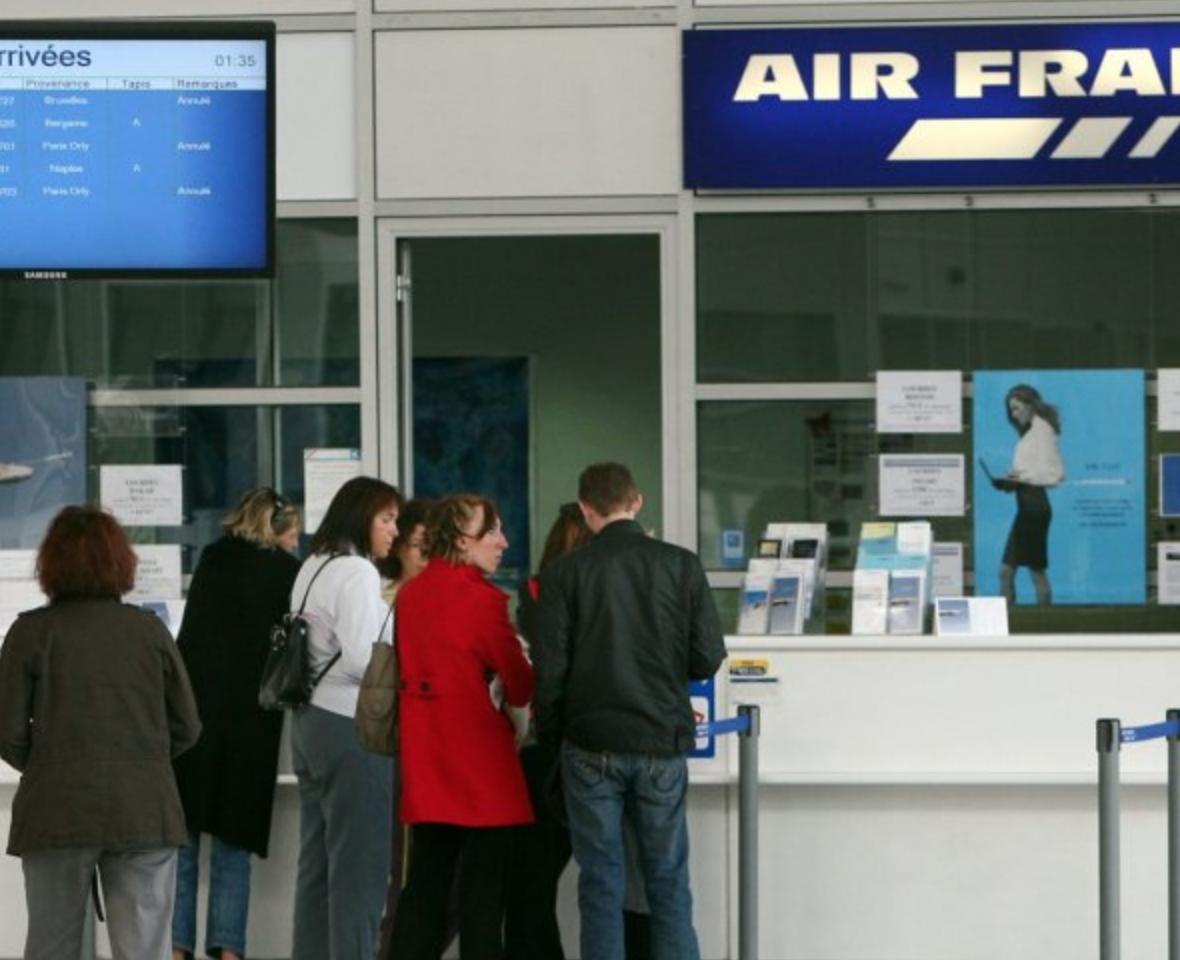 passagers dans l'attente aéroport