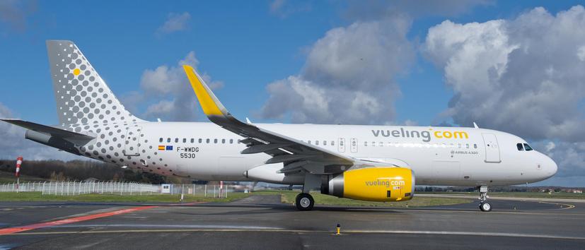 avion vueling au sol
