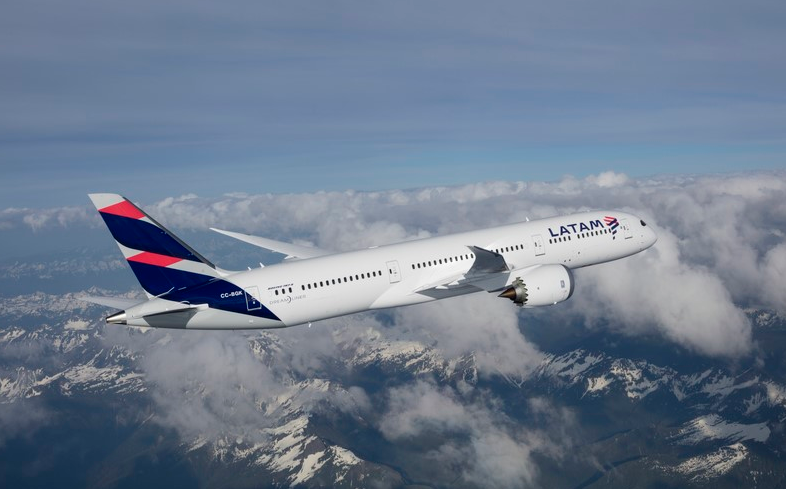 avion latam airlines